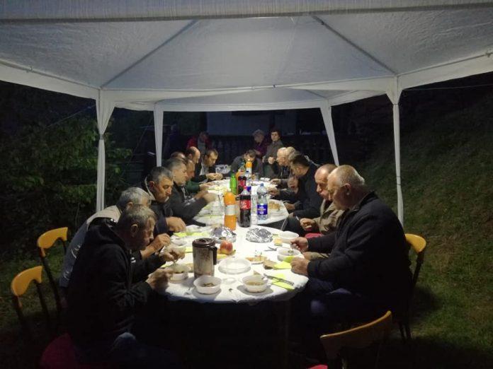 Organizovan iftar u selu Dogani (FOTO)