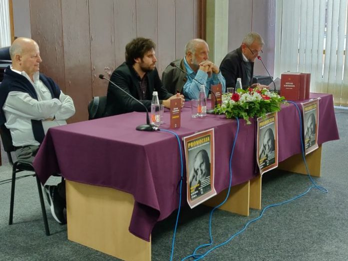 Dževad Karahasan promovisao 'Izabrana djela' u Jajcu (FOTO)