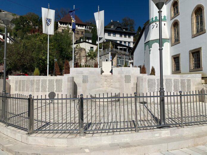 Spomenik šehida je u nadležnosti Organizacije porodica šehida Jajca a ne Medžlisa