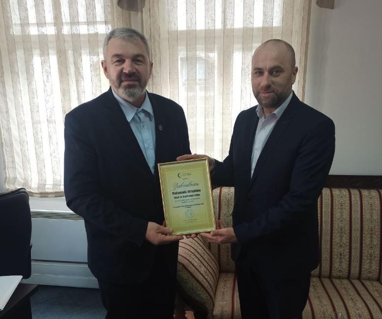 Uručena zahvalnica i poklon Medžlisa IZ-e Jajce Ibrahimu Malanoviću
